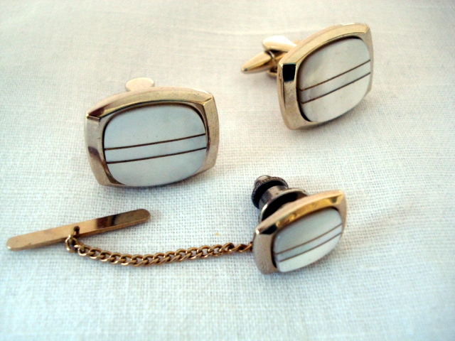 1970 s Mother of Pearl and Goldtone Cufflinks & Matching Tie